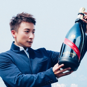 Mumm Events - DARING DELIVERY OF MUMM GRAND CORDON TO HONG KONG